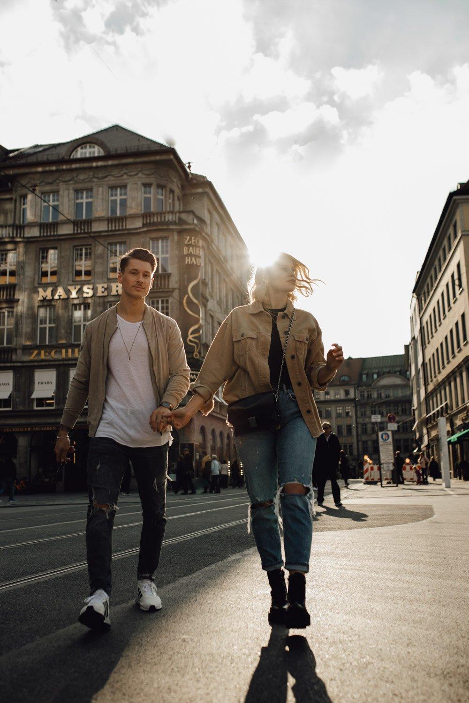 coupleshooting muenchen streetstyle 10 von 194 - Alex & Tim