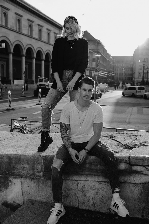 coupleshooting muenchen streetstyle 121 von 194 - Alex & Tim