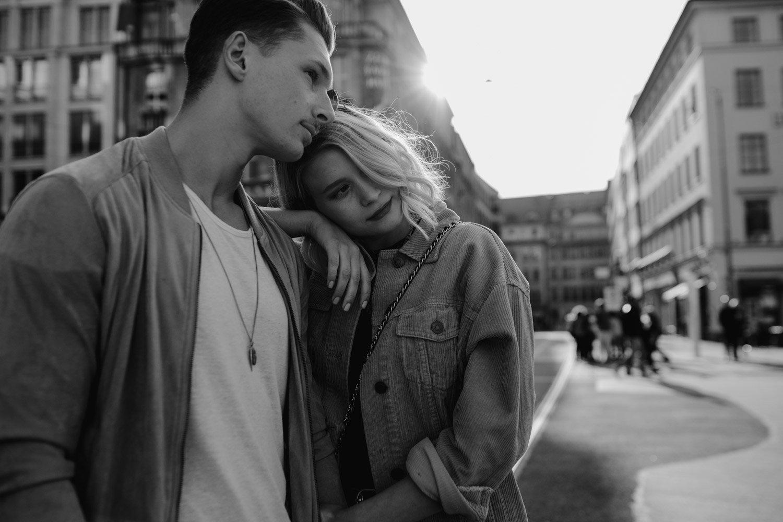 coupleshooting muenchen streetstyle 21 von 194 - Alex & Tim