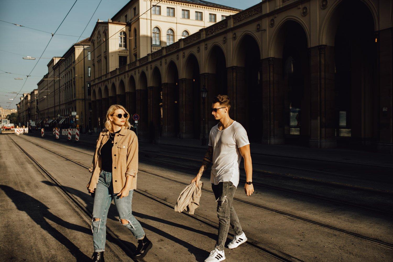 coupleshooting muenchen streetstyle 62 von 194 - Alex & Tim